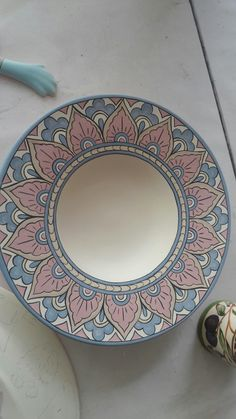 Painted Ceramic Plates, Ceramic Painting, Pottery Painting Designs, Paint Designs, Cream Dinner Plates, Turkish Art, Mandala Art, Plates On Wall, Porcelain