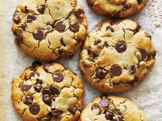 The key to making big, thick bakery-style chocolate chip cookies isn't in secret ingredients or tricky techniques—it's actually just a matter of shifting the ratios of your ingredients a bit. Baking Recipes, Cookie Recipes, Dessert Recipes, Desserts, Easy Recipes, Baking Hacks, Baking Tips, Dessert Bars, Baking Ideas