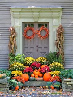 ciao! newport beach: what's on your halloween porch?  [ha! well that's one way to keep anyone from being able to get in your front door! Pretty but illogical lol!]