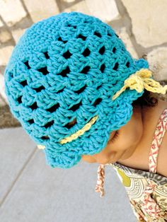 Crochet - Accessory Patterns - Hats, Hoods & Head Warmers - Ribbon and Scallops Hat