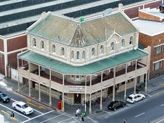 The restored Kimberley Hotel, a city landmark since was the starting point for horse-drawn carriages leaving Cape Town for Kimberley. Diamond City, Cape Town South Africa, My Town, Places Of Interest, African History, West Africa, Interior Architecture, Interior Design, Old Houses