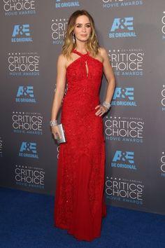 L'actrice était d'une élégance sans nom dans sa robe rouge Emilio Pucci en dentelle.