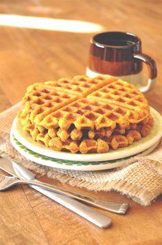 Vegan Pumpkin Cornbread Waffles :: Minimalist Baker