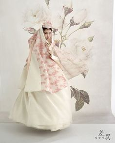 "nice Tchai kim차이킴 on Instagram: ""차이김영진&tchaikim 2016 new collection ㅡ 화보 착장 제품은 #차이김영진한복 ㅡ  ㆍ  #차이 #김영진 #한복 은#오뜨꾸뛰르 라인으로 #맞춤 제작으로만 진행됩니다. #차이김영진 으로 예약후…""  fashion look Check more at http://fashionu.top/pin/23991/"