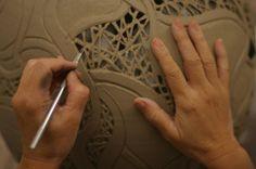 Escuela DE Cerámica Cipolletti-municipal - love how delicate filigree can be carved out