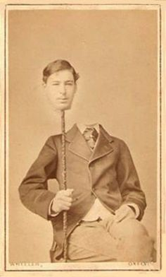 Before the Photoshop: Here Are 20 Creepy Headless Portraits From the Victorian Era Photos D'halloween Vintage, Vintage Halloween Photos, Victorian Photos, Halloween Pictures, Vintage Photographs, Victorian Era, Old Photos, Vintage Prints, Victorian Halloween