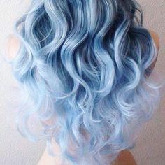 Cabello azul con tonalidades claras