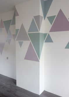 Vormen schilderen op de muur