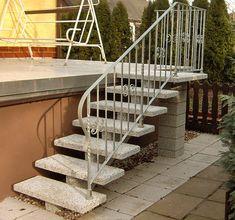Nowoczesne schody ażurowe oraz parterowe.
