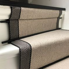 Carpet Stairs, Stairways, Beautiful Homes, Home Improvement, House Styles, Trap Decor, Inspiration, Home Decor, Decorations