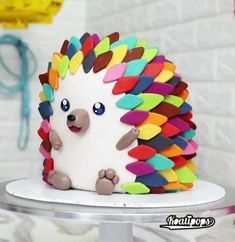 Hedgehog Cake – na ideia do bolo de gato, isto pode ser uma boa alternativa ao s… Hedgehog Cake – In the cat cake idea, this can be a good alternative to shaggy cake. Crazy Cakes, Fancy Cakes, Cute Cakes, Pretty Cakes, Fondant Cakes, Cupcake Cakes, Kid Cakes, Hedgehog Cake, Hedgehog Birthday