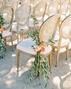 20 Elegant and Affordable Wedding Flower Ideas We Love #WeddingInspiration #WeddingFlowers #WeddingDetails #WeddingPlanning | Martha Stewart Weddings