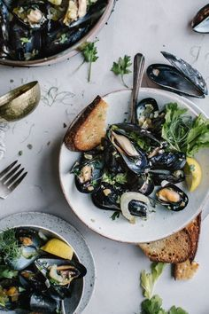Mussels in White Wine and Lemon Sauce   Food