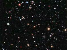 》Das 'eXtreme Deep Field' (XDF) kombiniert Hubble-Fotos aus zehn Jahren. Es ist einer der tiefsten Blicke ins Universum. Zu sehen sind unzählige Galaxien.《