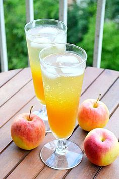 Fizzy Apple Cider Cocktail - Fizzy Apple Cider Punch    Ingredients (for 1 drink)  - 3 ice cubes  - 1 oz rum  - 2 oz Prosecco (or Champagne/sparkling wine)  - 2-3 oz apple cider    Steps:  (1) Place ice cubes in a tall glass.  (2) Add rum and apple cider (in that order), then top everything off with Prosecco.  (3) Admire the pretty layers of color, then stir everything together. (Or, just pour everything into a shaker.)  (4) Take a sip, and let the tangy sweetness dance across your tongue.