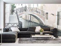 Succombez au charme de Venise avec cetrompe l'œil mural qui vous fera rêver. Il est parfait pour les âmes romantiques qui ont envie de changer leur déco intérieure.