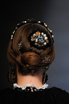 Dolce Gabbana Fall 2012 RTW - Look at these hair jewels? Dolce & Gabbana, Hair Day, My Hair, Pretty Hairstyles, Braided Hairstyles, Hair Jewels, Hair Inspiration, Hair Makeup, Hair Beauty