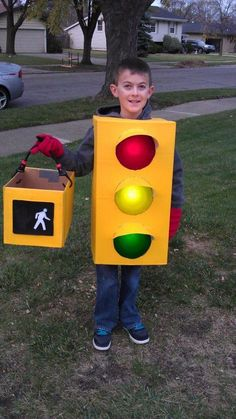 Have you been really busy and couldn't find out your Halloween Costume? No worries, here are the easiest DIY Last Minute Halloween Costumes Ideas. Kids Costumes Boys, Boy Costumes, Zombie Costumes, Costume Ideas, Family Costumes, Group Costumes, Carnaval Costume, Mario Und Luigi, Costumes Faciles