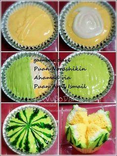 ~Apam Mekar~ Credit to: Fb Indonesian Desserts, Asian Desserts, Indonesian Food, Sweet Recipes, Cake Recipes, Dessert Recipes, Fudge, Asian Cake, Steamed Cake