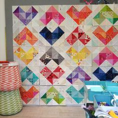 @golfhead beautiful hearts value quilt coming together in the studio on this sunny Seattle day. #valuequilts #heartquilt #sewkatiedidworkshops
