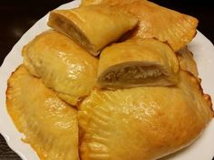 Snack Recipes, Snacks, Spanakopita, Chips, Bread, Baking, Ethnic Recipes, Food, Snack Mix Recipes