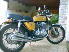 honda cb 750 Moto Cafe, Cafe Bike, Cafe Racer Motorcycle, Motorcycle Design, Vintage Bikes, Vintage Motorcycles, Honda Motorcycles, Cars And Motorcycles, Vespa Models