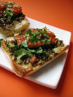 Au gré du marché: Sardines à la tomate et aux lentilles sur ciabatta au parmesan