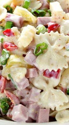Hawaiian Pasta Salad ~ Literally one of the most delicious cold pasta salad recipes. Pasta combined with ham and sweet pineapple and tossed with a delicious homemade dressing is the perfect combination! Just without the ham Luau Food, Cooking Recipes, Healthy Recipes, Amish Recipes, Pasta Salad Recipes, Cold Pasta Recipes, Tortellini, Summer Salads, Soup And Salad