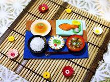 焼き鮭と白いご飯の和食ミニチュアセット