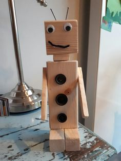 Robot knutselen Wooden Toy Cars, Wood Toys, Monster Co, Japanese Joinery, Pergola Patio, Woodworking Projects, Diy Crafts, Outdoor Decor, How To Make