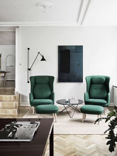 love these green chairs in this mid century modern living room