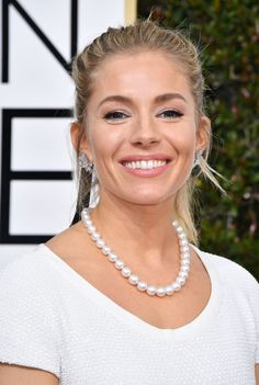 Sienna Miller at the 2017 Golden Globe Awards.
