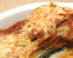 Aubergines gratinées aux tomates, poivron et ricotta : http://www.fourchette-et-bikini.fr/recettes/recettes-minceur/aubergines-gratinees-aux-tomates-poivron-et-ricotta.html