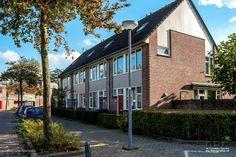 Vandaag zijn er weer een aantal foto's aan het album Rotterdam Beverwaard toegevoegd. - (Amstenradehoek) http://beverwaard.rotterdamsebeelden.nl/#!album-259-0