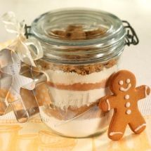 Gingerbread Men in a Jar – layer the dry ingredients in a pretty jar, add a ribbon with a wee cookie cutter and you have a cute gift for bakers or a domestic goddess