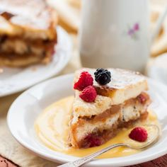 Corona choux con mango e crema diplomatica - Fulvia's Kitchen Pain Perdu Pudding, Fish Dishes, Tasty Dishes, Cookbook Recipes, Cake Recipes, Sweet Desserts, Original Recipe, Cheesecakes, French Toast