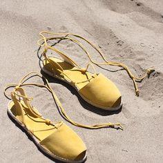 """Cuando se va acercando el momento de tocar la arena de playa calentita, el sonido de las olas y ese olor inconfundible a """" tienes un fin de semana para desconectar"""". #adriatico #mintandrose #madeinspain"""