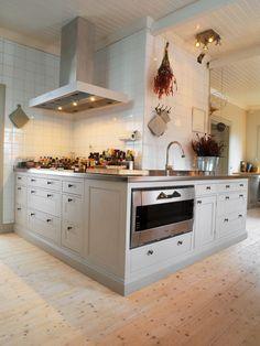 Broby Dimgrå - Kvänum Modern Farmhouse Kitchens, Country Kitchen, New Kitchen, Modern Tiny House, Beautiful Interiors, Kitchen Interior, Interior Inspiration, Building A House, Sweet Home
