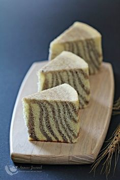 This light and fluffy zebra chiffon cake delicious.and is incredibly airy like eating a 'cloud'. Asian Desserts, Sweet Desserts, Sweet Recipes, Dessert Recipes, Chiffon Recipe, Chiffon Cake, Sweet Potato Flour, Mug Cake Microwave, Polish Recipes