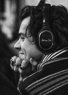 Find images and videos about Harry Styles on We Heart It - the app to get lost in what you love. Harry Styles Baby, Harry Styles Pictures, Harry Edward Styles, Harry Styles Lockscreen, Harry Styles Wallpaper, Harry Styles Imagines, Baby Massage, Mr Style, Family Show