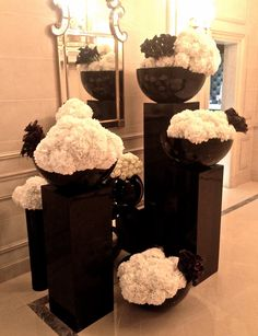Gorgeous black and white display Deco Floral, Floral Arch, Arte Floral, Floral Design, Christmas Party Decorations, Flower Decorations, Flower Vases, Flower Art, Flower Ideas