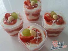 Jahodový dezert s medovým tvarohem