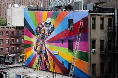 Illusion: Brazilian street artist Eduardo Kobra has done beautiful murals all over the world.     (Photo © Kobra)    http://illusion.scene360.com/art/31054/the-kissing-sailor/