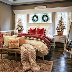 These fabulous Christmas bedroom decor ideas will help get your home ready for the holiday season! Here's how to decorate a bedroom for Christmas. Suites, Small Bedrooms, Girl Bedrooms, Guest Bedrooms, My New Room, Farmhouse Decor, Country Farmhouse, Modern Farmhouse, Country Porches