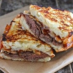 Roast Beef Grilled Cheese – (Free Recipe below) – Sandwich Grill Sandwich, Soup And Sandwich, Sandwich Recipes, Sandwich Ideas, Roast Beef Grilled Cheese, Grilled Cheese Recipes, Grilled Cheeses, Beef Bacon, Grilling Recipes