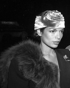 Icônes I : Bianca Jagger Hello everybody. There are people whose career and life interests me particularly, and on my blog I wanted to dedicate a section of their Icon because in my eyes the…