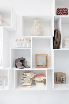 Living room remodel hacks - Check out the newest trends into account once you design your space. You wouldn't wish to seem to be stuck from the varieties of decades past. Examine other people's decorating ideas. Decor Room, Living Room Decor, Home Decor, Wall Storage, Diy Shelving, Box Storage, Store Shelving, Storage Cubes, Modular Shelving