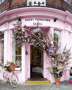 Millennial Pink facade of the Peggy Porschen Cakes in London. Chelsea Flower Show, Peggy Porschen Cakes, Beautiful Flowers, Beautiful Places, Beautiful London, Brunch Spots, Brunch Places, Everything Pink, Instagram Worthy