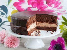 Täydellinen herkku kahvipöytään. Suussa sulavan kakun välistä löytyy paksu kerros täyteläistä maitosuklaamoussea.