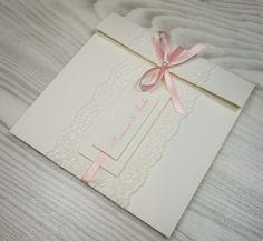 Mattes Feinstpapier (240g/m²) Farben: cremeweiß, rosa Textdruck optional buchbar individueller Aufdruck von Namen und Hochzeitsdatum